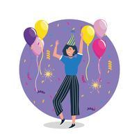 Mulher com cabelos escuros, dançando com balões e chapéu de festa