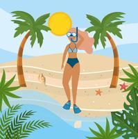 Mulher com máscara de snorkel em fato de banho