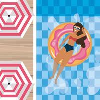 Vista aérea de mulher com cabelos castanhos na bóia da piscina