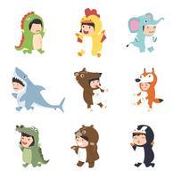 crianças vestindo conjunto de fantasias de animais