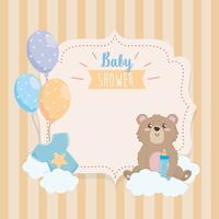 Rótulo de chuveiro de bebê com ursinho de pelúcia na nuvem com balões vetor