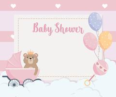 Cartão de chuveiro de bebê com urso de pelúcia na carruagem vetor