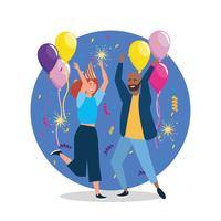 Jovem e mulher dançando na festa com balão e chapéu