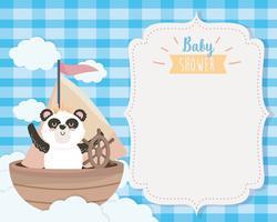 Cartão de chuveiro de bebê com urso panda no barco vetor