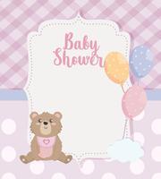 Cartão de chuveiro de bebê com ursinho de pelúcia e balões com nuvem vetor