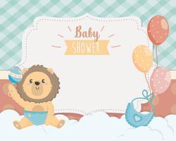 Cartão de chuveiro de bebê com leão na fralda com chocalho vetor