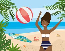 Mulher afro-americana brincando com bola de praia vetor