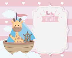 Cartão de chuveiro de bebê com girafa no barco vetor