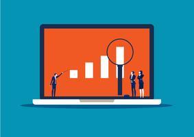 Empresário procura oportunidade de investimento permanente no laptop