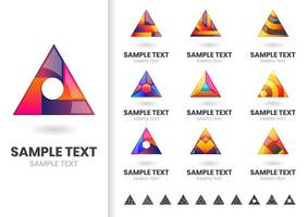 Conjunto de formas triangulares de logotipo vetor