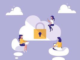 mini mulheres com computação em nuvem e cadeado