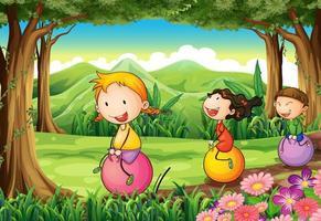 Crianças brincando com seus balões saltando na floresta vetor