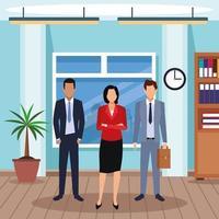 homens executivos e mulher em pé no escritório