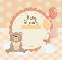 etiqueta de ursinho de pelúcia com balões e biberão