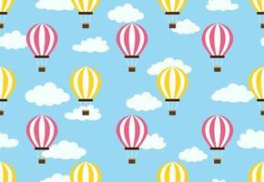 Padrão sem emenda de balão de ar quente no fundo do céu de nuvens