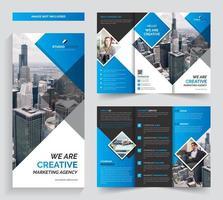 Design de modelo de folheto corporativo com três dobras vetor