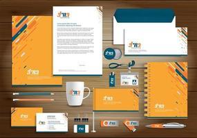 identidade de design de linha dinâmica laranja e verde e itens promocionais vetor