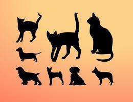 Silhuetas de gatos e cães vetor