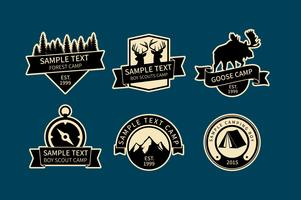 Logos de acampamento vetor