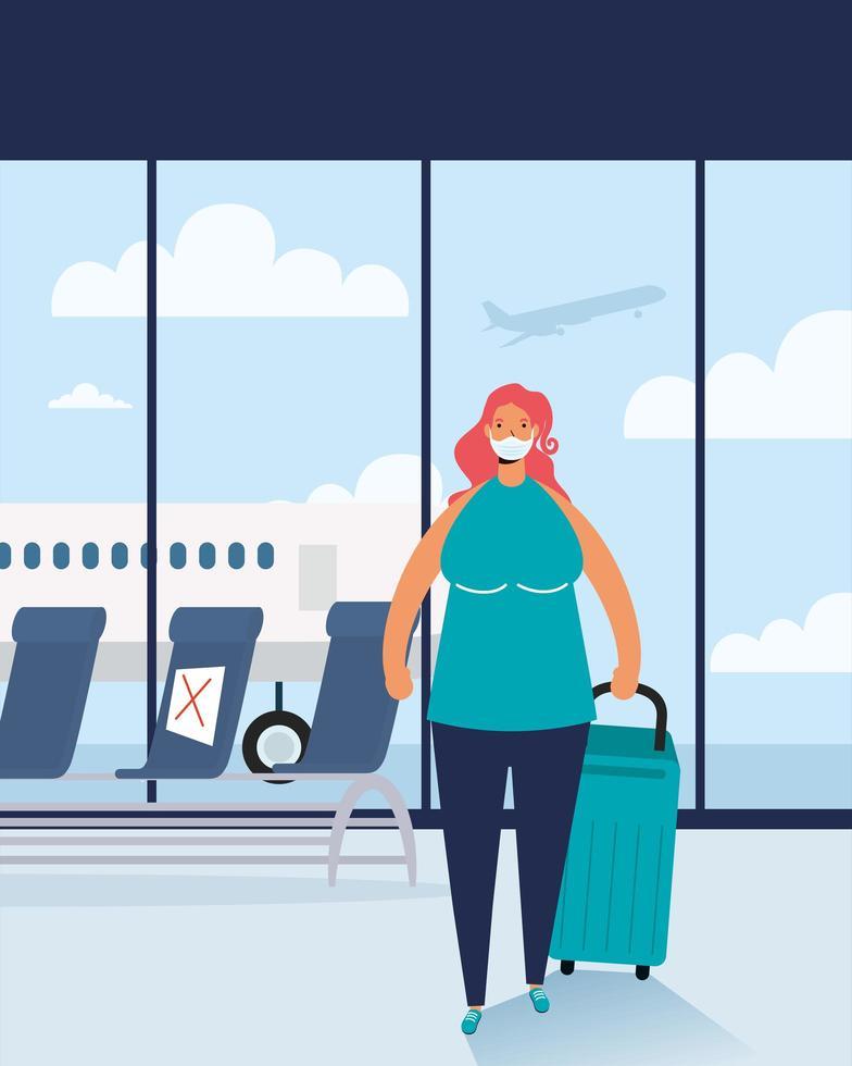 donna con maschera facciale e valigia in aeroporto vettore