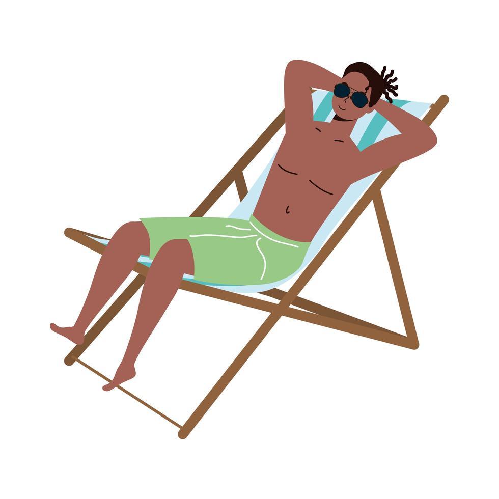 uomo nero che indossa il costume da bagno seduto sulla sedia a sdraio vettore