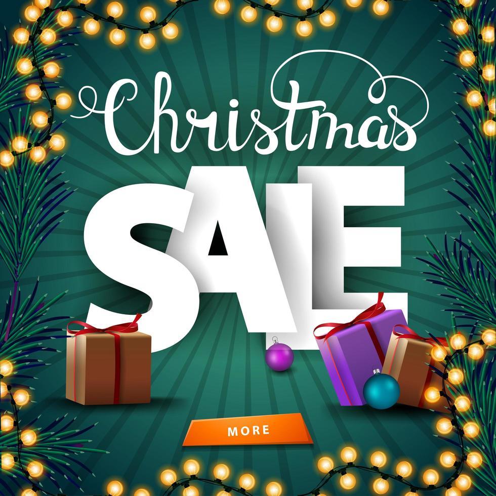 vendita di natale, banner sconto quadrato verde con ghirlanda, ramo di albero di natale e regali vettore
