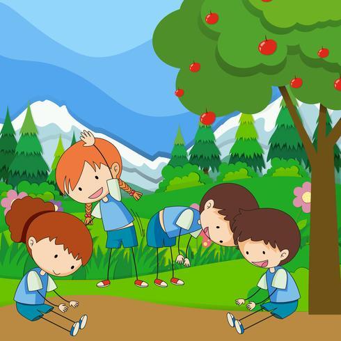 Quattro bambini si esercitano nel parco vettore