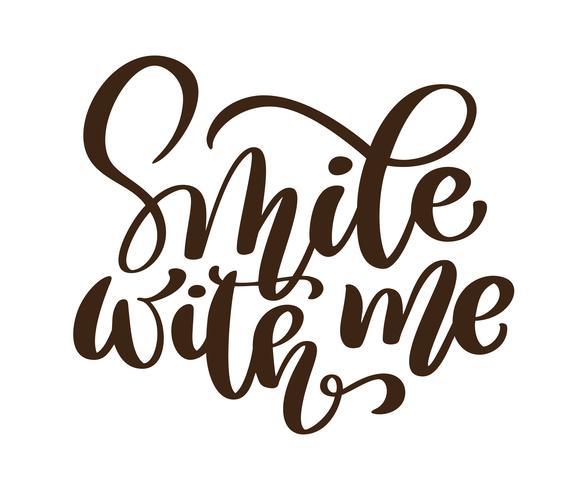 Sorridi con me frase vettoriale. Lettere disegnate a mano. Illustrazione di inchiostro Moderna calligrafia pennello Isolato su sfondo bianco vettore