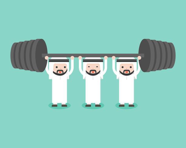Il team di uomini d'affari arabi si aiuta a vicenda per il sollevamento pesi vettore