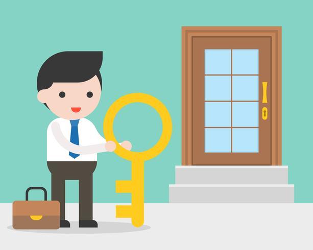 Uomo d'affari e grande chiave che stanno davanti alla porta del deposito vettore