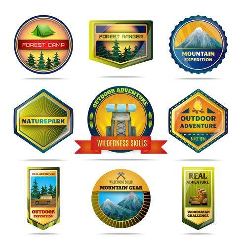 Set di emblemi campeggio vettore