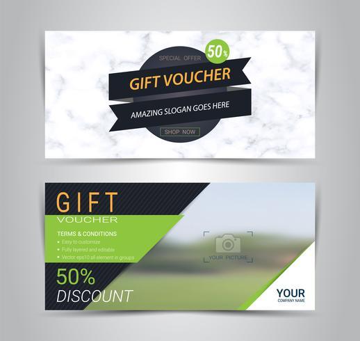 Carte di buoni e buoni regalo, coupon di sconto o modello web banner con imitazione di texture di marmo. vettore