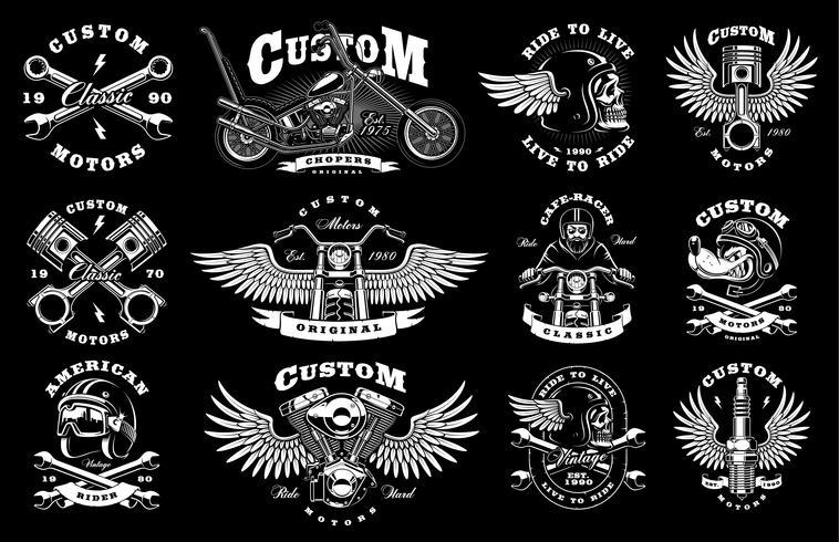 Set con 12 illustrazioni di motociclisti vintage su sfondo scuro vettore