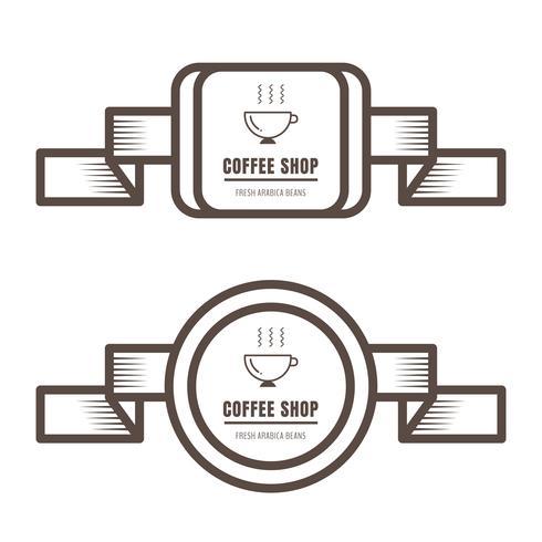Insieme dei distintivi del caffè dell'annata e del colore marrone delle etichette su fondo bianco. vettore