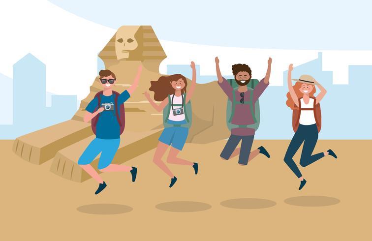 Donne e uomini turistici che saltano davanti alle piramidi egiziane vettore