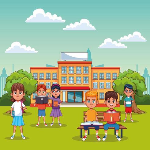 Studenti bambini nella scena della scuola all'aperto vettore
