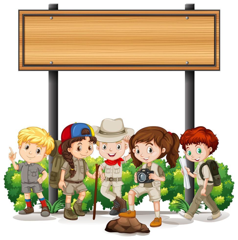 Gruppo di bambini campeggio sotto il segno vettore