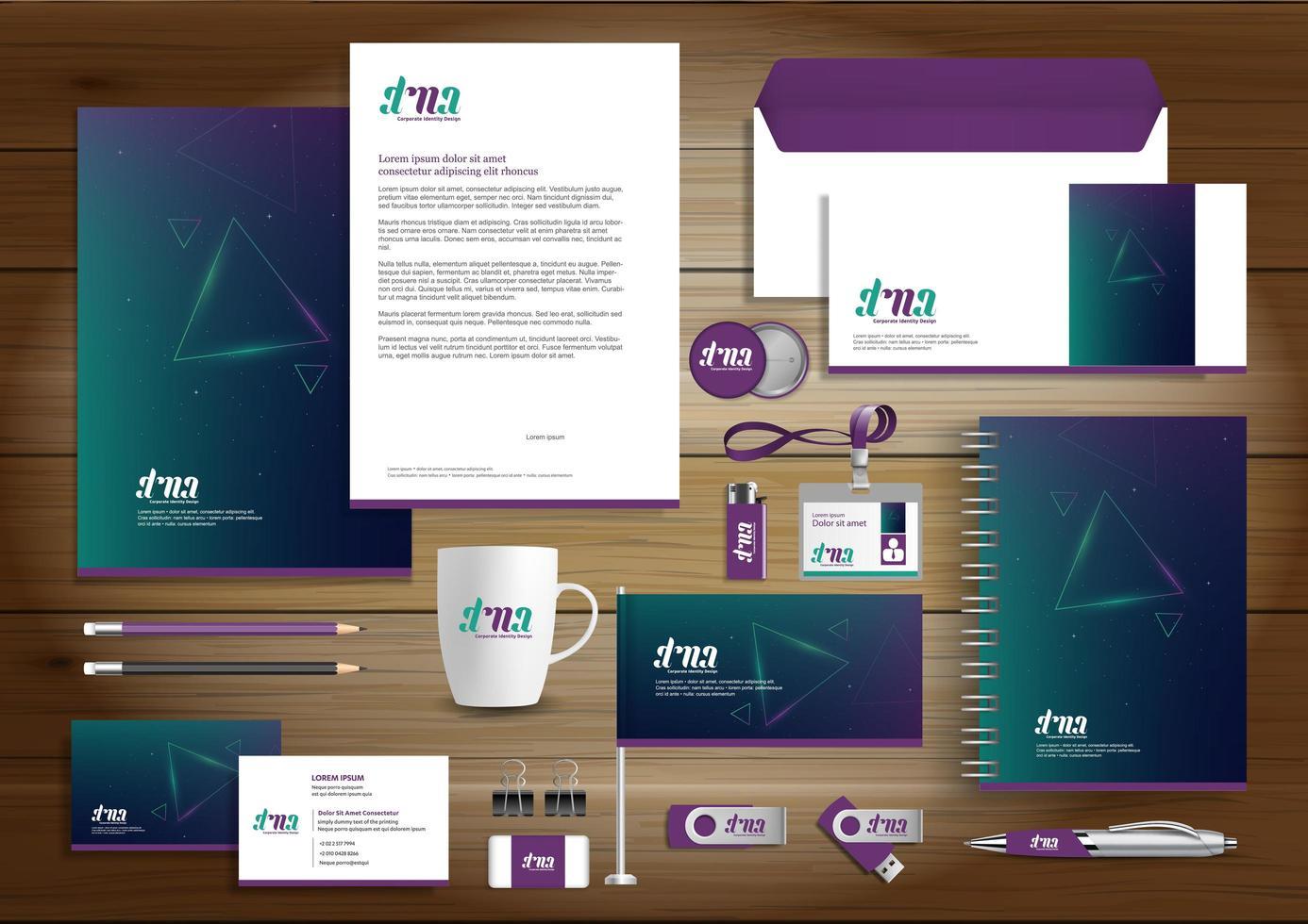 set di identità del triangolo incandescente viola e verde e articoli promozionali vettore