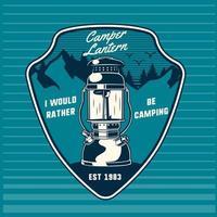 emblema scudo con lanterna e montagne vettore
