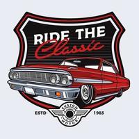 disegno rosso classico dell'automobile nell'emblema dello scudo