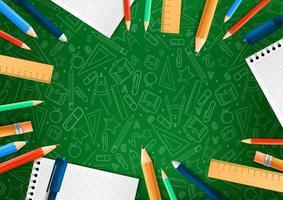 quaderni con matite diverse