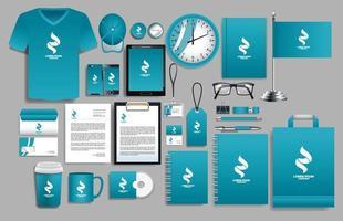 set di elementi logo blu, bianco con modelli di cancelleria