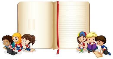 design per notebook con bambini felici vettore