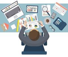 revisore fiscale seduto alla scrivania vettore