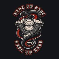 serpente con un motore di motocicletta