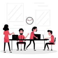 gruppo di discussione aziendale che lavora sui laptop