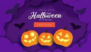 banner di vendita di halloween con nuvole di carta a strati viola