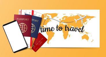 passaporto, biglietti, carta di credito e smartphone sulla mappa gialla
