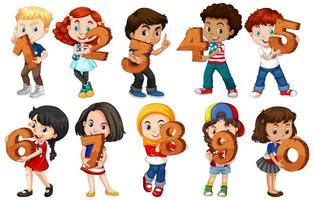 set di bambini che tengono i numeri