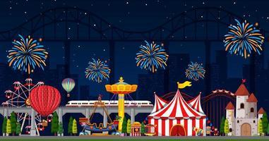 scena del parco di divertimenti di notte con fuochi d'artificio nel cielo